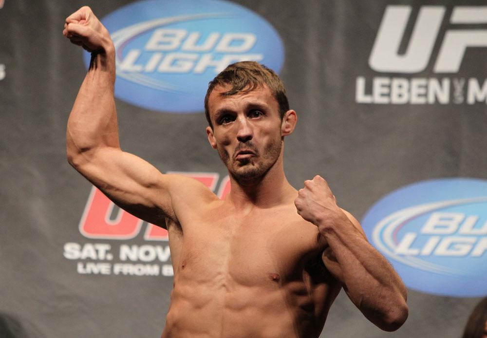 UFC 138: Weigh In