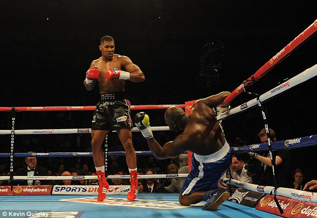 293646D700000578-3104037-Anthony_Joshua_dropped_Kevin_Johnson_twice_in_the_opening_round_-a-3_1433086654222