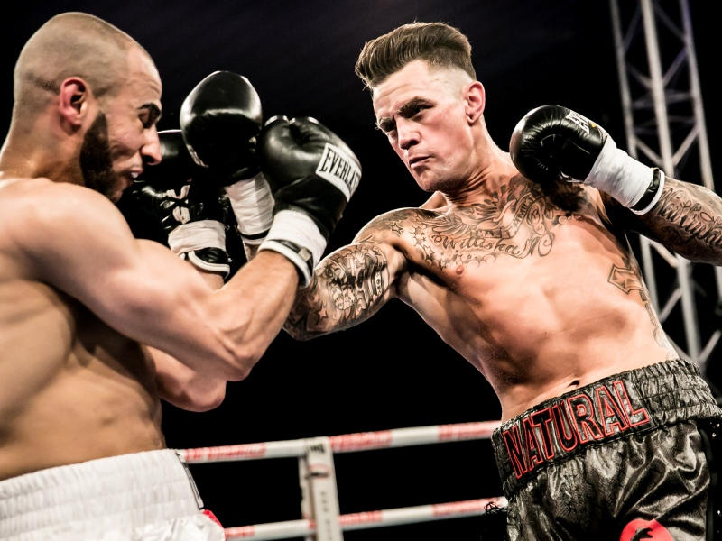 Nieky-Holzken-wins-his-8th-Boxing-match-on-points