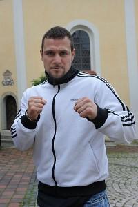 Hukic'in antrenörü eski boksör Varol Vekiloğlu