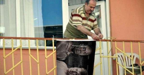 balkona-bayrak-asan-dayinin-hikayesi-ortaya-cikti